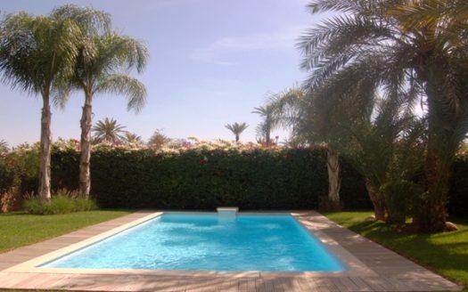 Location vacance villa avec jardin et piscine