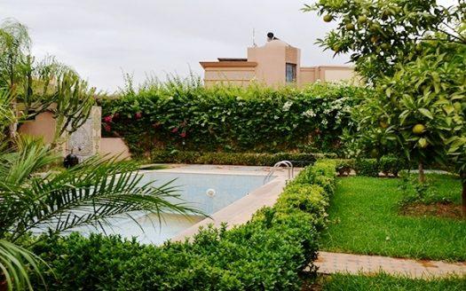 Villa en location longue durée avec piscine