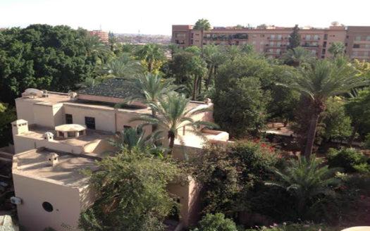 Vente duplex moderne avec vue sur les jardins