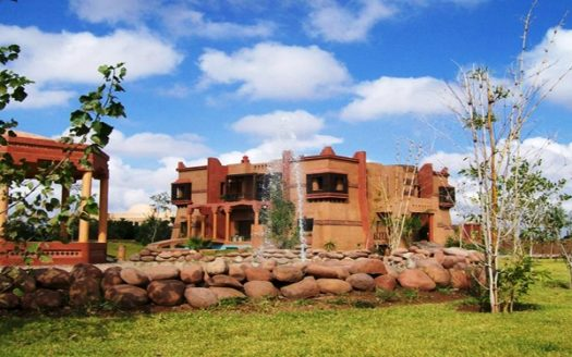 Villa typique sur route Amizmiz vue Atlas