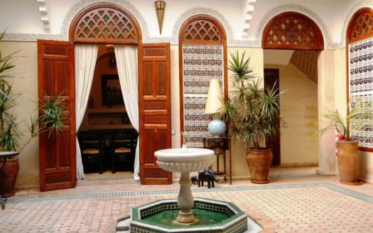 Riad avec bassin proche place Jamae El fenna